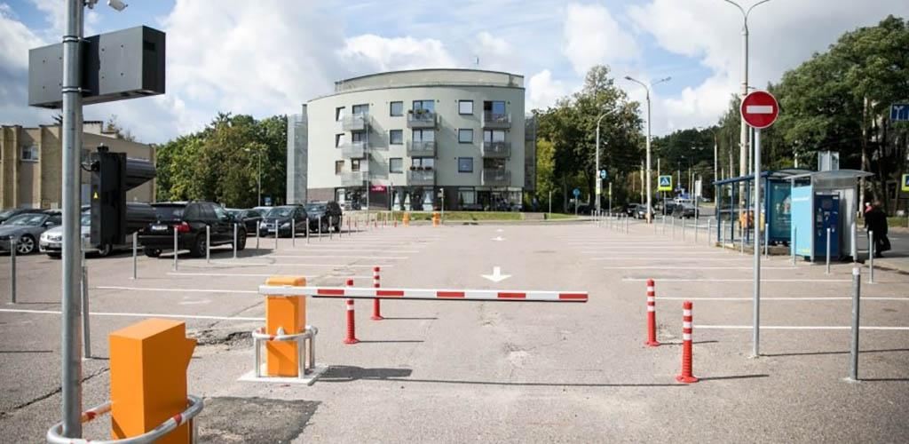 """Keturis kartus žadama sumažinti apytuščių Vilniaus """"Statyk ir važiuok"""" aikštelių mokestį"""