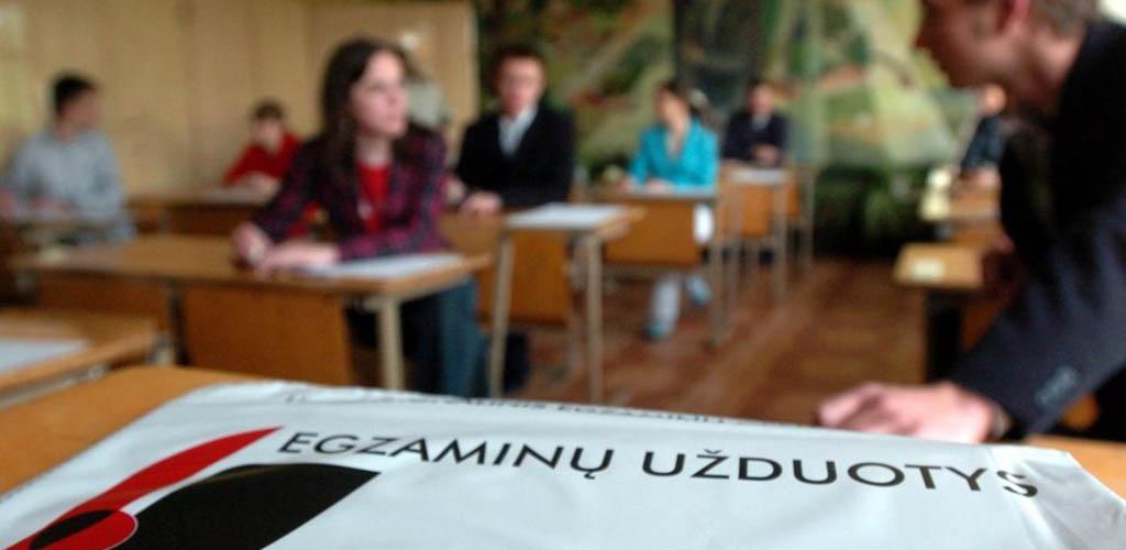 Chemijos egzaminu baigiasi pagrindinė brandos egzaminų sesija