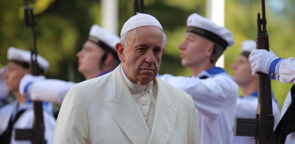 Popiežius Estijoje prabilo apie išnaudojimo skandalus: Bažnyčia nori būti skaidri