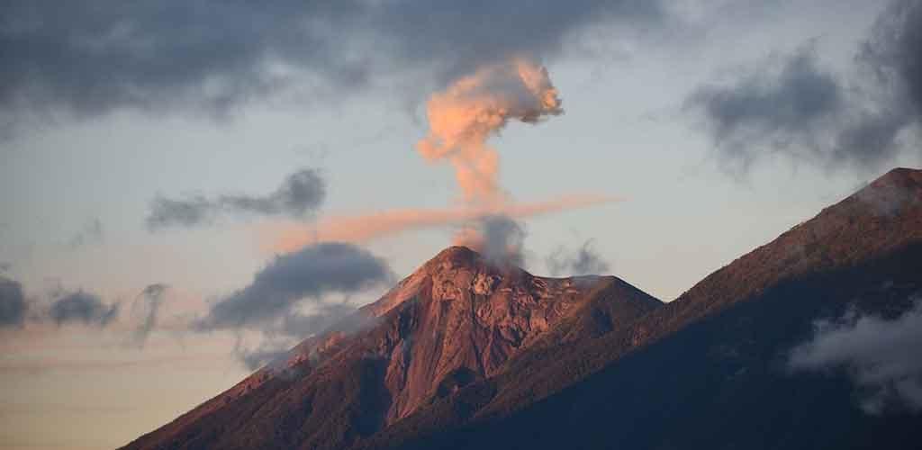 Gvatemaloje suintensyvėjus ugnikalnio išsiveržimui gyventojai raginami evakuotis