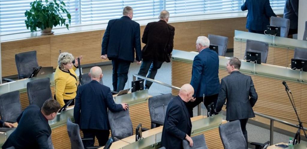 Bandymas griežtinti Seimo narių lankomumą patyrė fiasko