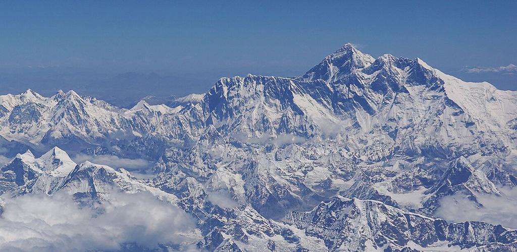 Į Everesto viršūnę pirmąkart įkopė juodaodė iš Afrikos