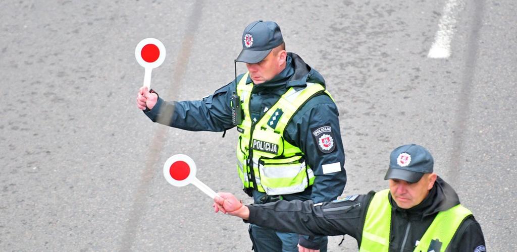 Visą savaitę šalies keliuose policija tikrins vilkikus, telefonu kalbančius vairuotojus
