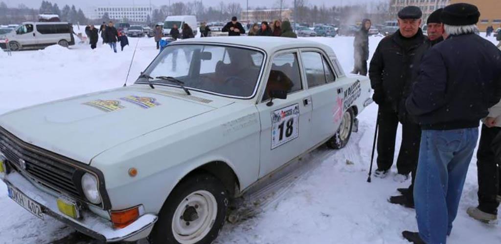 Kauno rajone automobilių sporto veteranai rungėsi slalomo varžybose