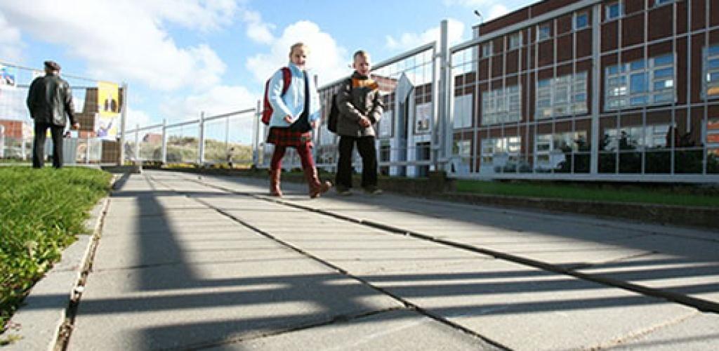 Dar keturių savivaldybių pradinukai gali grįžti į klases, skaityklos priims lankytojus