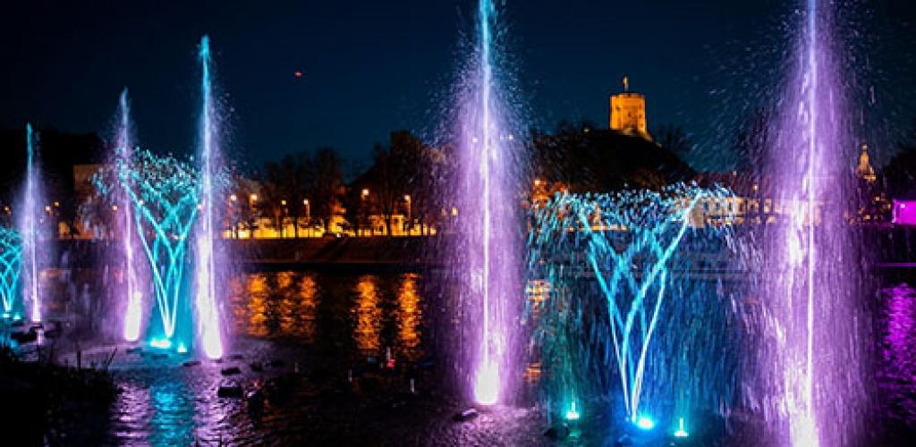 Rankomis valdomas fontanas