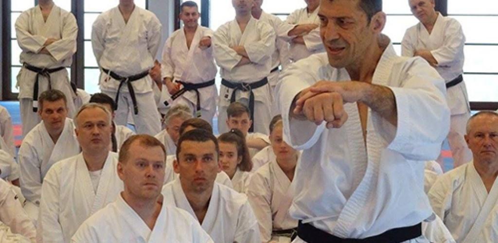 Išbandykite karate kovos menus