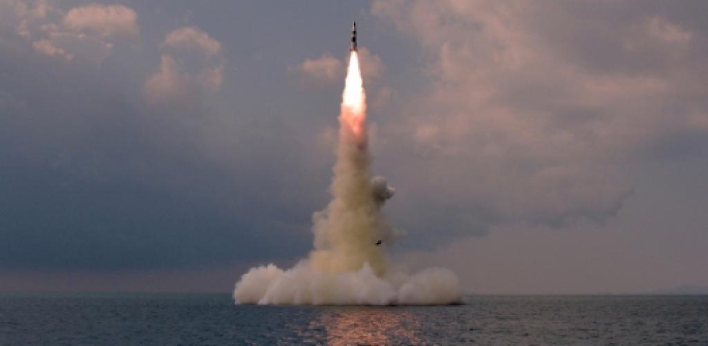 Šiaurės Korėja patvirtino išbandžiusi naują povandeninių laivų balistinę raketą