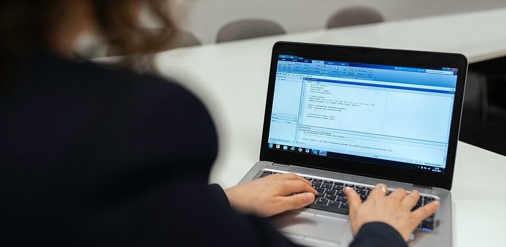 Savivaldybes penktadienį pasieks pirmieji 2 tūkst. kompiuterių nuotoliniam mokymuisi
