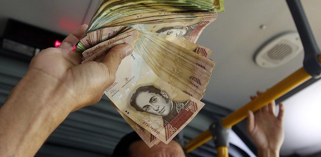 Rusija atspausdins Venesuelai 300 mln. jos valiutos banknotų