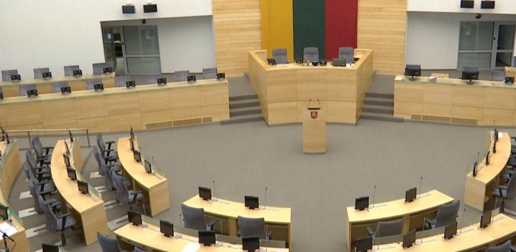 """Seimas po svarstymo pritarė siūlymui """"vaiko pinigus"""" kelti iki 70 eurų"""