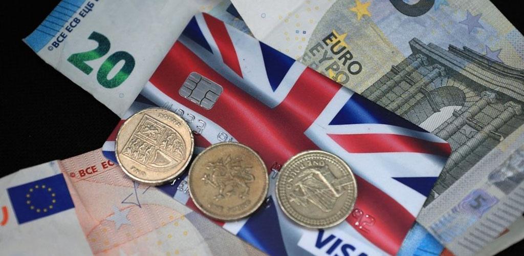 Parlamentarai imsis bankų ir prekybininkų apmokestinimo įstatymų