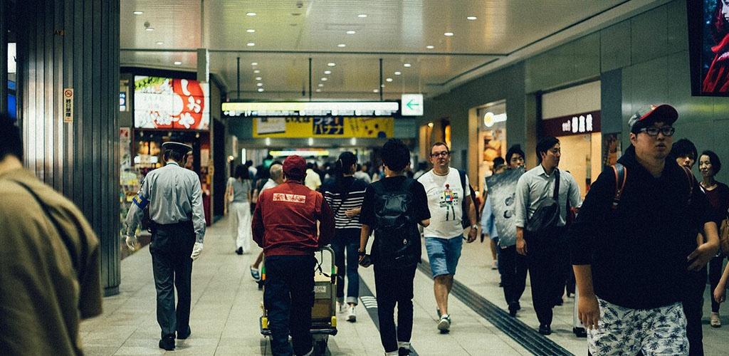 Galingam taifūnui priartėjus prie Japonijos, atšaukta per 400 skrydžių